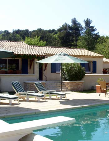 Location villa nans les pins 83 for Piscine plongeoir